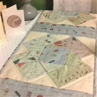 Swirls of Christmas Table Runner Kit: Book, FQ (5pcs) & Fabric (1m)