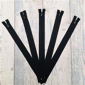 "Living in Loveliness 8"" Set of 5 x Zips Black"